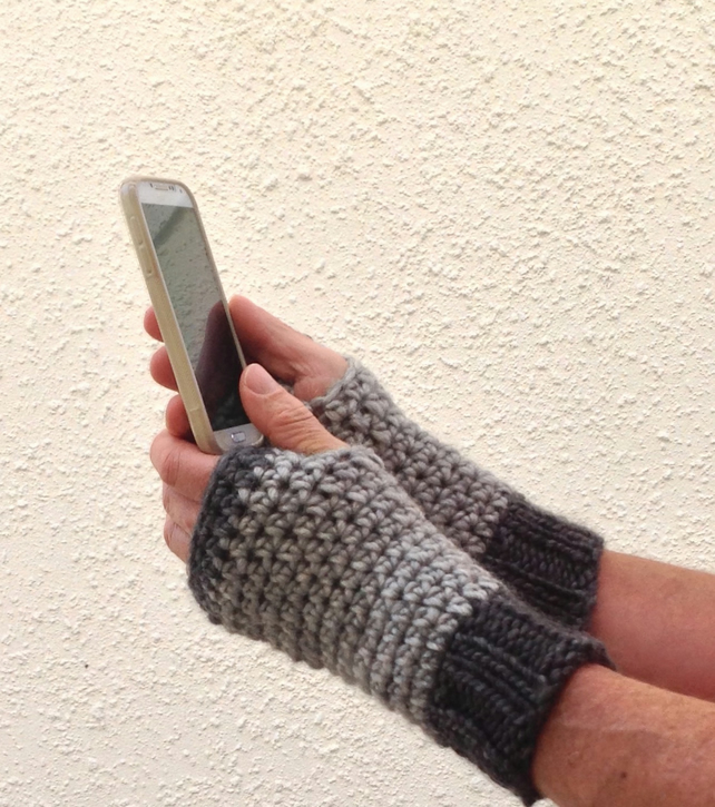 MAN  MITTS ,fingerless gloves. Alpaca, Wool  blend . ' Fog'.