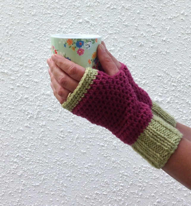 FINGERLESS MITTS. Alpaca , wool blend.  Ladies S-M  'Pink Passion'.
