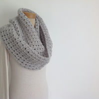 INFINITY SCARF , neckwarmer . Alpaca blend. Super-soft. ' Morning Mist'.