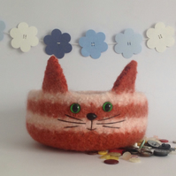 FELTED 'FUSSPOT' bowl. Cat. Kitty. OOAK. ' Orlando IlI'.....ready to ship..