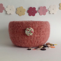 SALE..FELTED 'FUSSPOT' BOWL, desk tidy .'Rambling Rose' ( with fabric button ) .