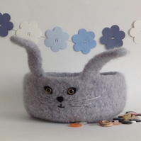 FELTED 'FUSSPOT' BOWL, desk tidy , tray  . 'Pickle' . Rabbit, bunny .