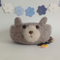FELTED 'FUSSPOT' bowl. Desk tidy. Bear. ' Biscuit '.....ready to ship..
