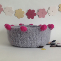 FELTED 'FUSSPOT'  BOWL , tray , desk tidy . ' Modern  ' ...ready to ship...