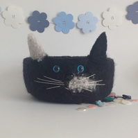 FELTED 'FUSSPOT'  BOWL  . ' Domino '. Cat , Kitty   ...ready to ship...