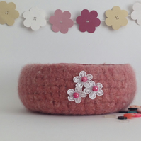 SALE  ......  FELTED 'FUSSPOT' BOWL, desk tidy  . Pink . Flower.