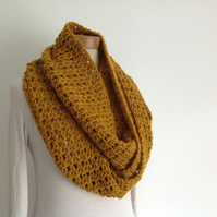 INFINITY SCARF , neckwarmer . Alpaca blend. Super-soft. ' Harvest Gold' .
