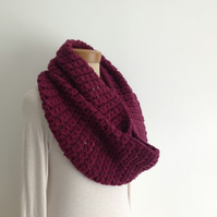 INFINITY SCARF , neckwarmer . Alpaca blend. Super-soft. ' Plum Pudding '.