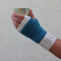 FINGERLESS MITTS. Alpaca, wool blend. Ladies. S-M. Blue . ' Snowy River'