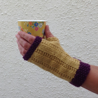 FINGERLESS MITTS. Gloves .' Fools Gold' .Wool ,Cashmere blend . Ladies M.
