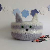 FELTED 'FUSSPOT'  BOWL , desk tidy. ' Misty '. Grey and white.  Cat .