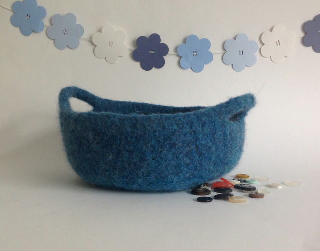 FELTED 'FUSSPOT'  BOWL , tray , desk tidy . ' Estuary ' (with handles ).