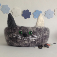FELTED 'FUSSPOT'  BOWL , desk tidy. ' Pebbles '. Grey .  Cat .