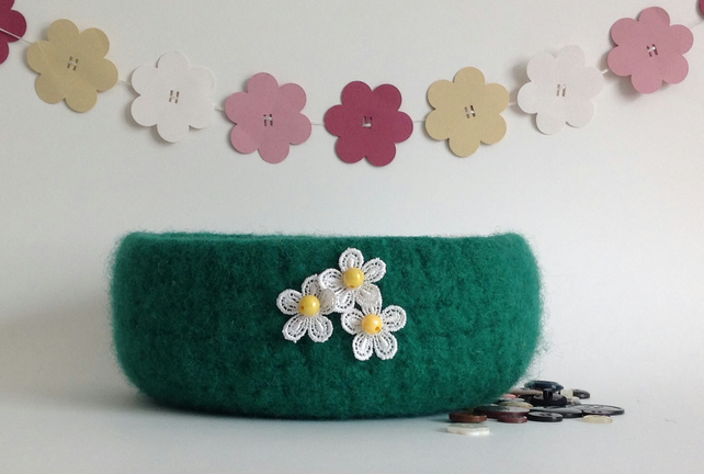 FELTED 'FUSSPOT' BOWL, tray, desk tidy  ' Fresh Grass'   .