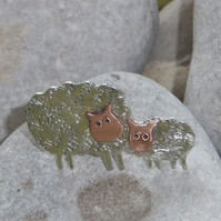 Sheep brooch in sterling silver and copper