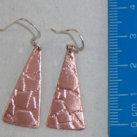 Earrings in copper with crazy paving design