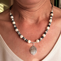 Necklace in Mother of Pearl & Zebra Agate
