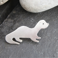 Otter brooch in sterling silver