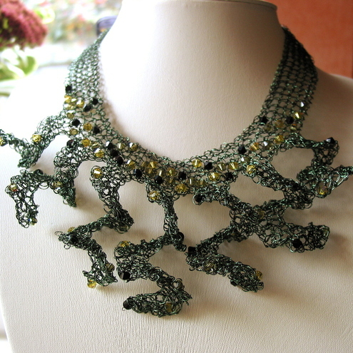 Green moss spiral knitted necklace