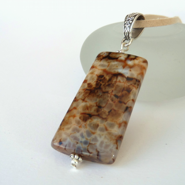 Unisex agate pendant necklace
