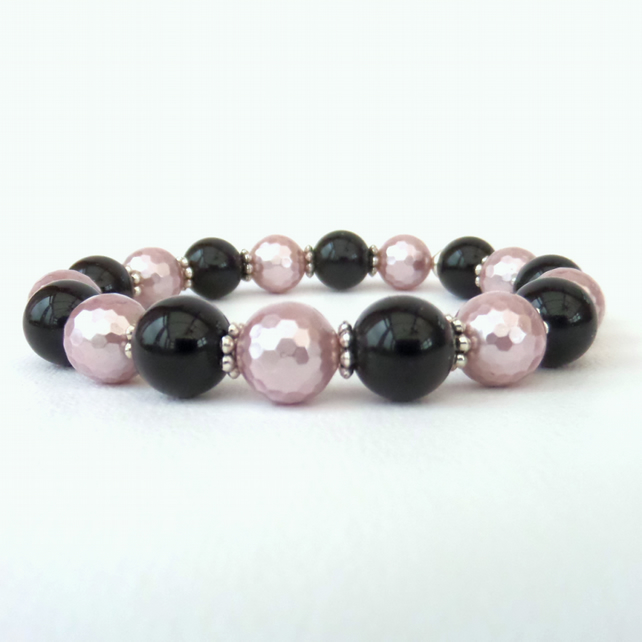 SALE: Black onyx & pink shell pearl stretchy bracelet