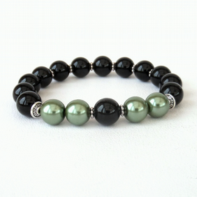 Unisex stretchy bracelet, with black onyx and green shell pearl