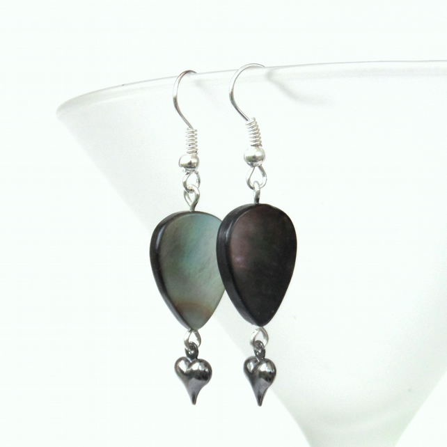 Black shell earrings with heart charm