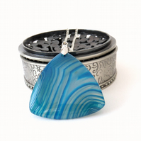 Blue banded agate pendant necklace