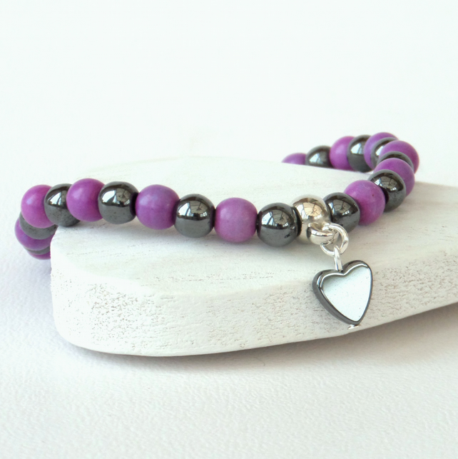 Hematite & purple bead stretchy bracelet, with hematite heart embellishment
