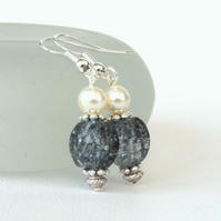 Handmade earrings with poppy quartz and crystal pearl by Swarovski®