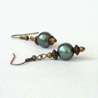 Green shell bronze earrings