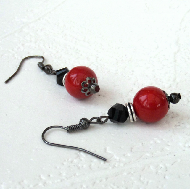 Red shell and black crystal earrings