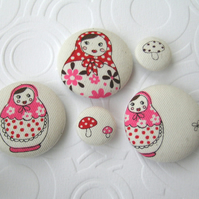 Matryoshka doll button set FOR CHILDREN IN NEED