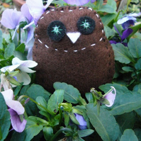 Brown owl brooch FOR CHILDREN IN NEED