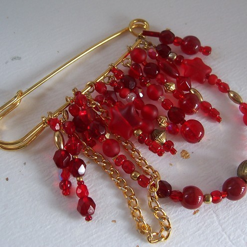 Red beaded kilt pin FOR COMIC RELIEF