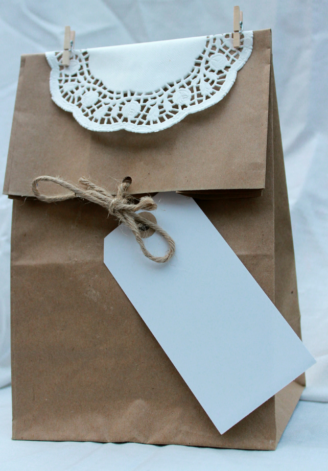 Wedding favour doily bags with card label set of 5.