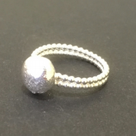Double Bobble Band with Stone : Ring