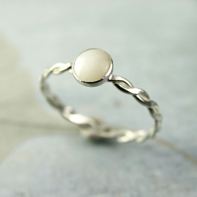 Sterling Silver Twist Ring with Mother of Pearl Cabochon Bezel Set