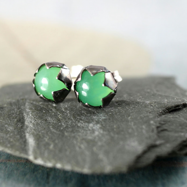 Green Silver Earrings - Star Shaped Studs with Chrysoprase Stone