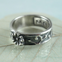 Sterling Silver Vine Pattern Ring with Flower Detail