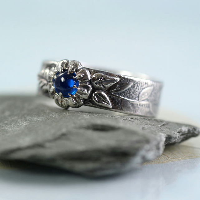 Silver Flower Ring with Blue Spinel and Wreath Patterned Band