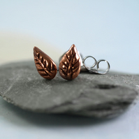 Copper Stud Earrings Round Leaf - Tiny Autumn Charms