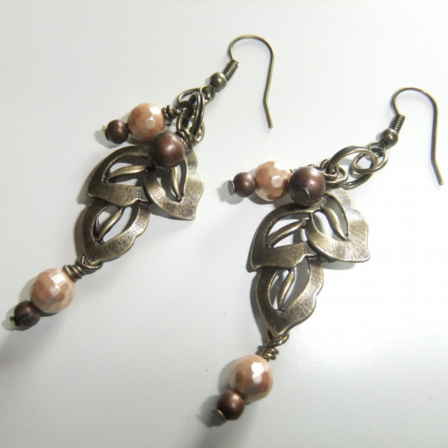 Gold Shell Pearl Leaf Earrings