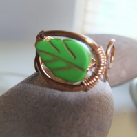 'Green leaf'' adjustable Copper and Howlite Ring