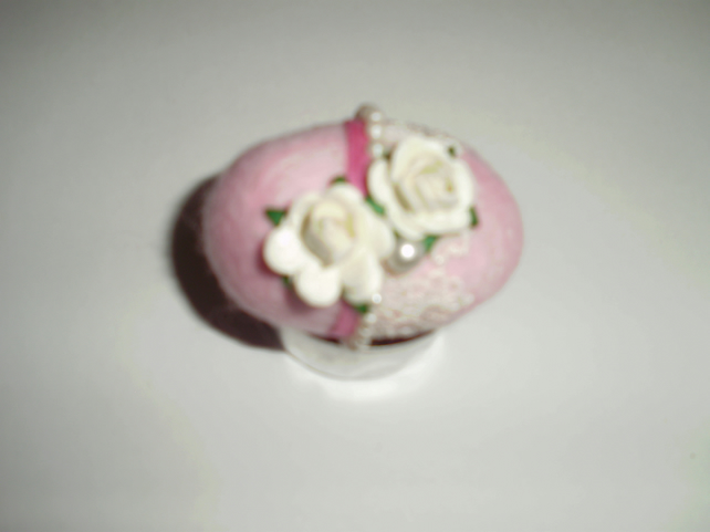 (165) Needlefelted Vintage Felted Egg.
