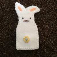 (249) White Rabbit Finger Puppet.