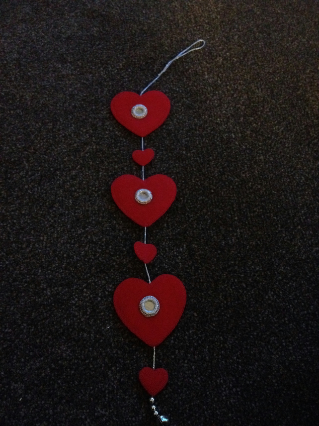 (417) Handmade Felt Red Heart Garland.