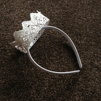 Children's White Crown Headband. (422)