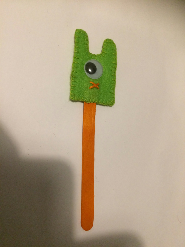 Alien Bookmark. (333)