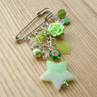 Green Chain and Bead Cascade Kilt Pin Brooch
